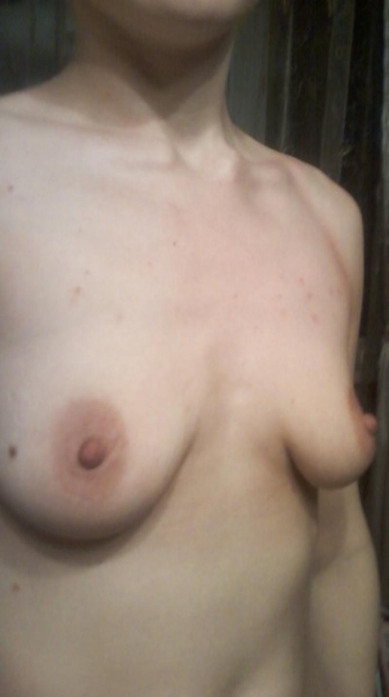 Фото отвисшей маленькой груди 17 фотография